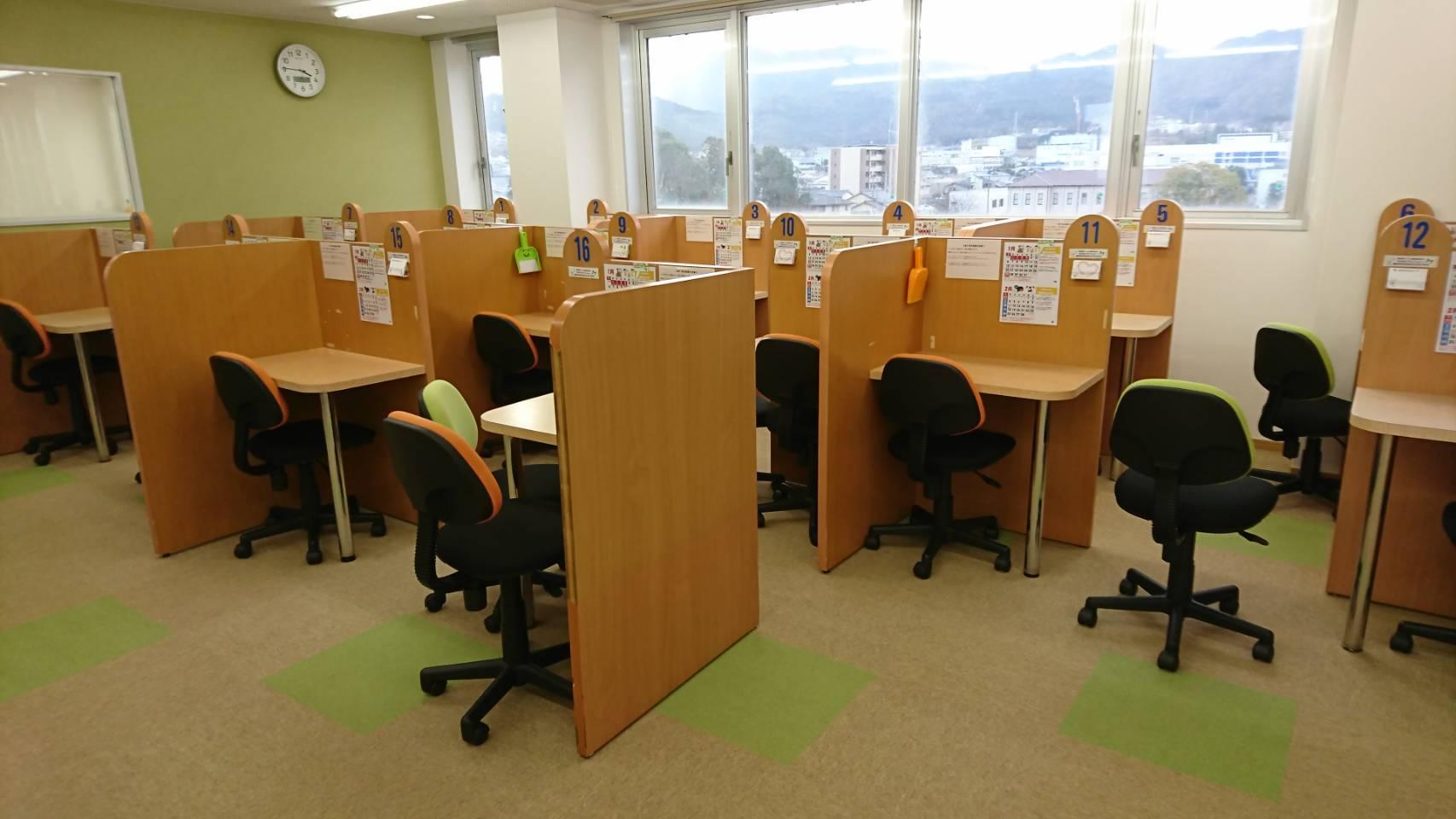 明るく、より質問しやすい個別授業スペースを提供!